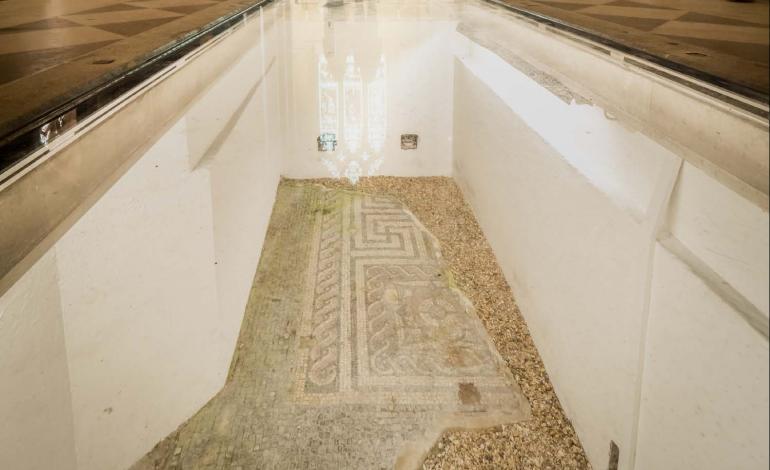 Walk-on glass over Roman mosaics