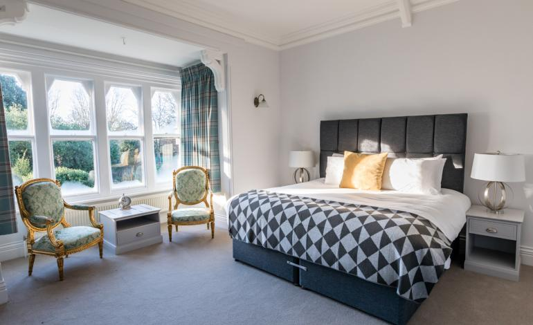 Large double/twin bedroom at 4 Canon Lane